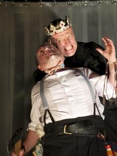 Wayne_Cater__tyrell__and_Richard_Clothier__King_Richard___in_Richard_III_0._Photo_by_Manuel_Harlan_0