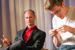 John Mackay (Man) and Jack Farthing (Andrew) in Wild at Hampstead Theatre. Photo by Stephen Cummiskey (1)