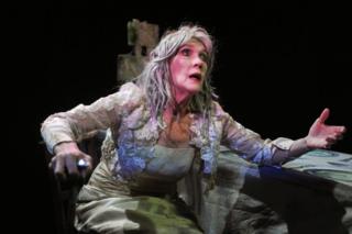 Miss+Havisham's+Expectations+with+Linda+Marlowe,+courtesy+Steve+Ullathorne+0036