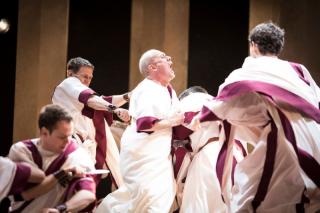Julius Caesar_ 2017_ the conspirators kill Caesar_2017_Photo by Helen Maybanks _c_ RSC_214266
