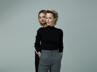All-About-Eve-Gillian-Anderson-and-Lily-James-c-Perou