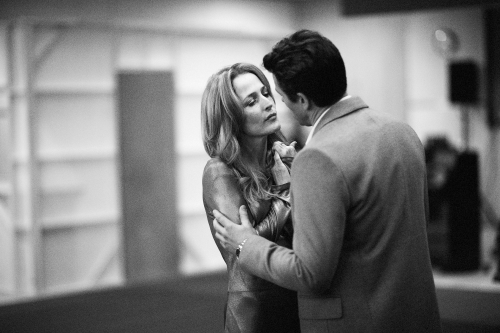 Gillian-Anderson-Julian-Ovenden.-Photography-by-Jan-Versweyveld