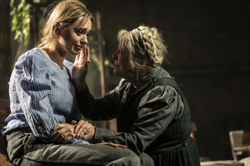 28.-Aimee-Lou-Wood-Anna-Calder-Marshall-in-Uncle-Vanya-c-Johan-Persson